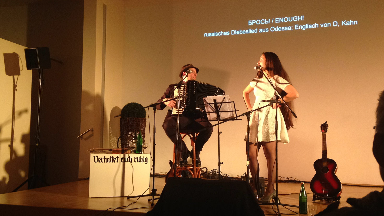 Daniel Kahn und Sasha Lurje im Gemeindesaal der Jüdischen Gemeinde Gelsenkirchen