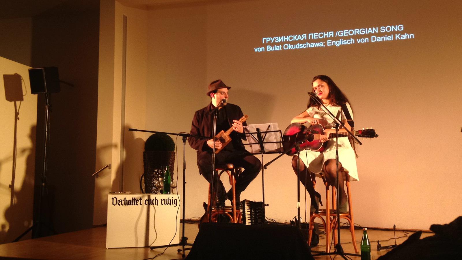 Daniel Kahn und Sasha Lurje singen Bulat Okudzhava im Gemeindesaal der Jüdischen Gemeinde Gelsenkirchen