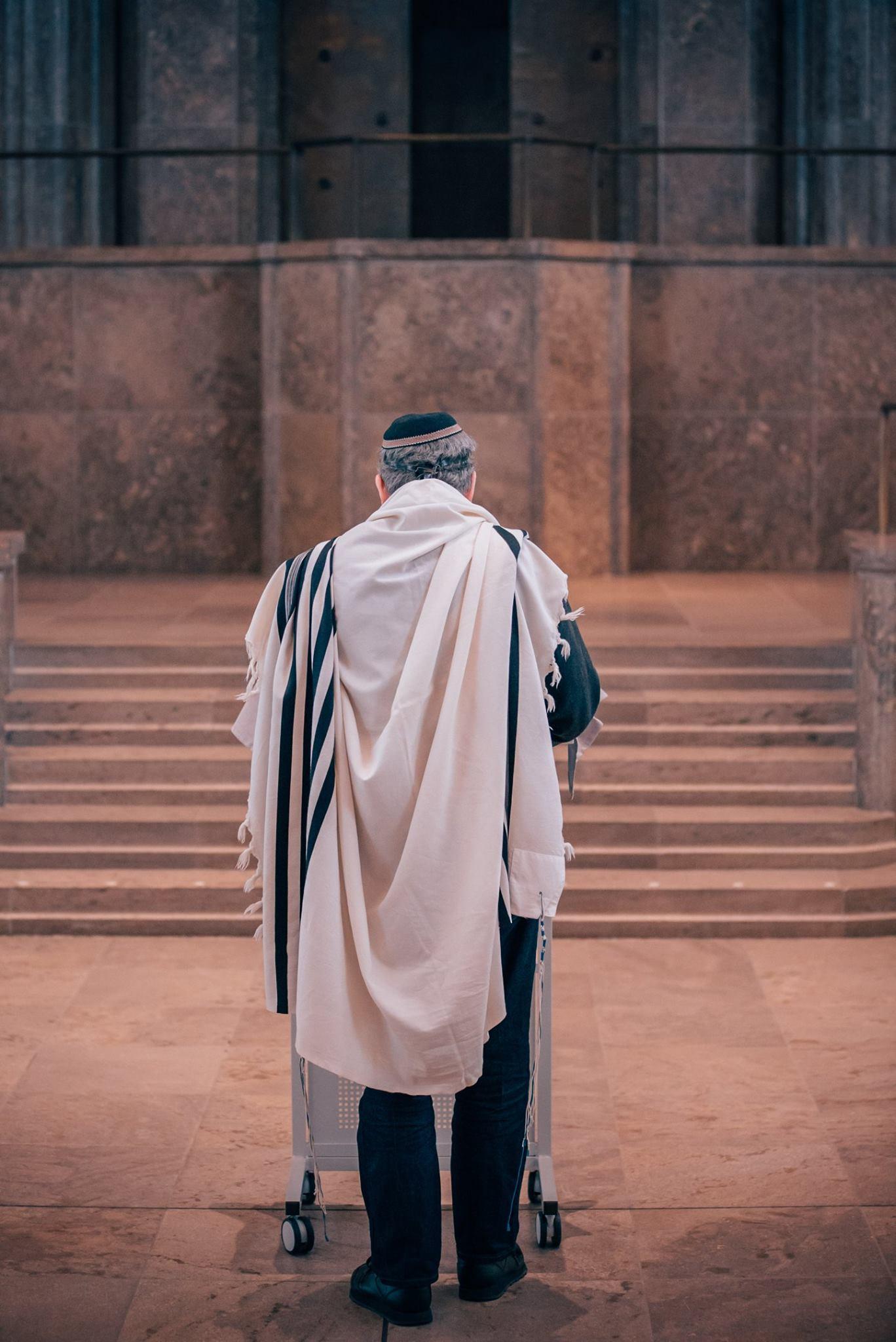 Rabbiner Friberg betet vor. Foto mit freundlicher Genehmigung von Ilja Kagan (alle Rechte verbleiben bei Ilja Kagan)  Ilja Kagan