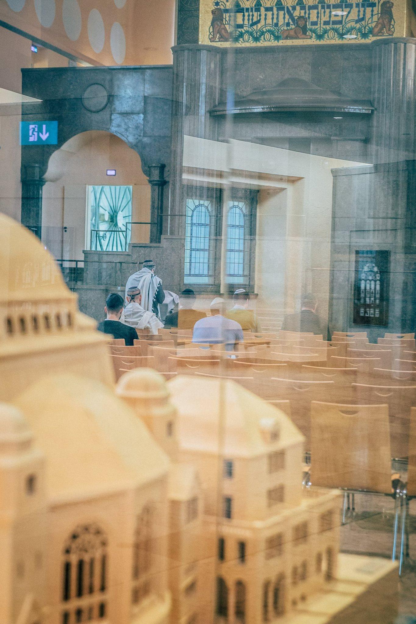 Schacharit im Hauptraum der Synagoge.  Foto mit freundlicher Genehmigung von Ilja Kagan - hier sein facebook-Profil