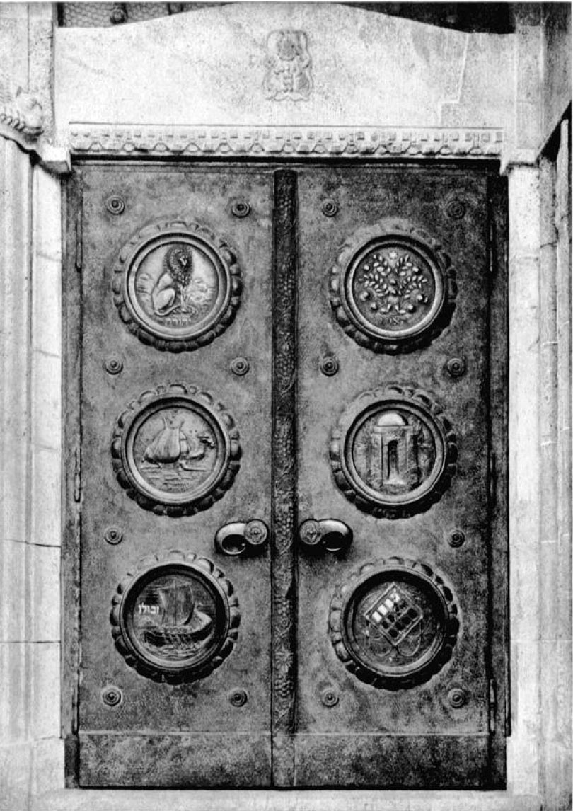 Hauptportal Tür rechts