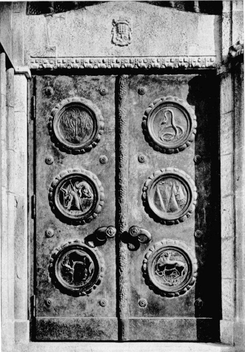 Hauptportal Tür links