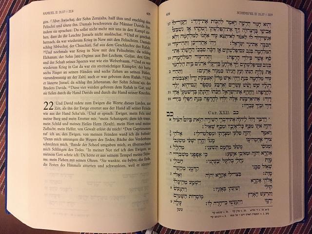 Blick in die Propheten-Ausgabe des Herder Verlags