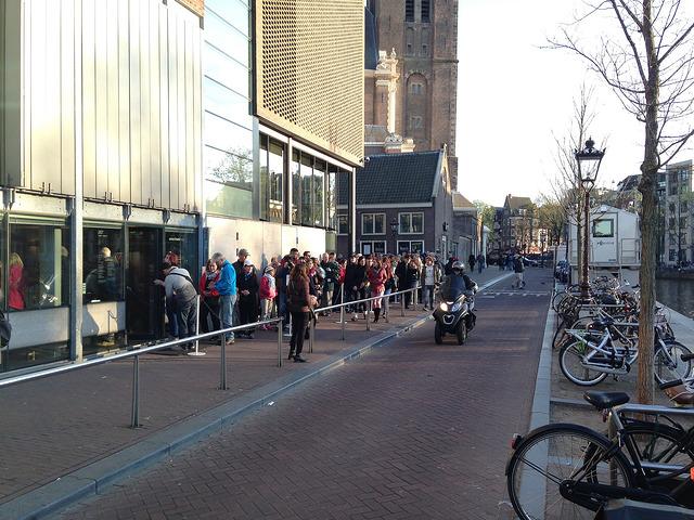 Warteschlange vor dem Anne-Frank-Haus