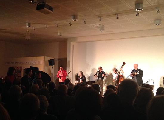 Die Dozenten des Workshops gemeinsam auf der Bühne