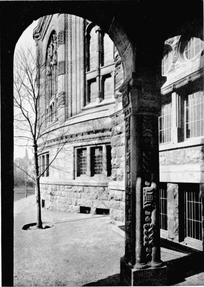 Blick aus dem Eingansbereich des Gemeindehauses